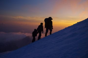 how much do mountain guides make