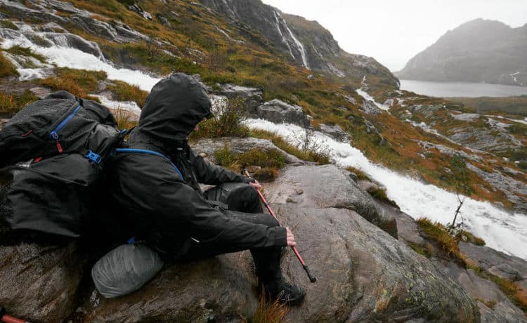 hiking in the rain tips