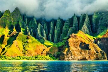 which hawaiian Island is best for hiking