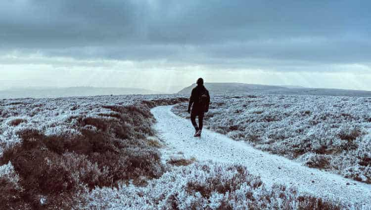 what temperature is too cold for hiking